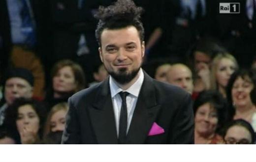 Enrico Melozzi produce Nonsenso un artista rom.