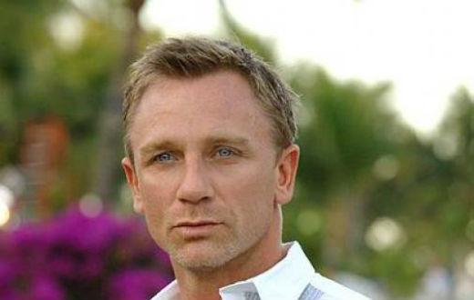Bond – Craig si paracaduta su ponte Sisto