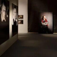 News: Ri-tratto rosso – Elisabetta Catalano guarda Federico Fellini: la mostra inaugurata a Cinecittà
